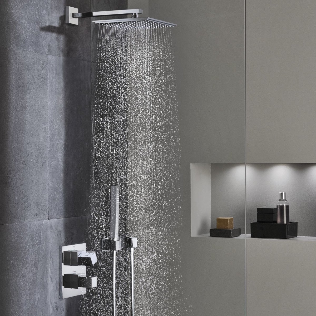 grohe cube perfect colonne de douche encastrable avec set. Black Bedroom Furniture Sets. Home Design Ideas